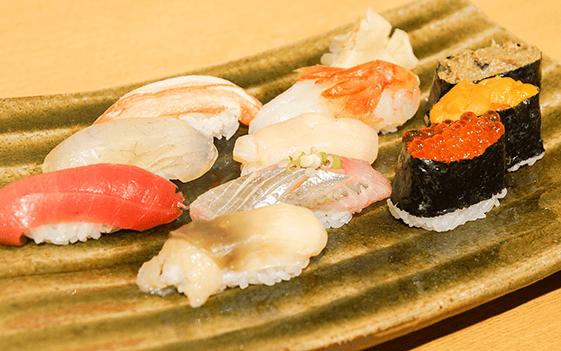 手握寿司拼盘